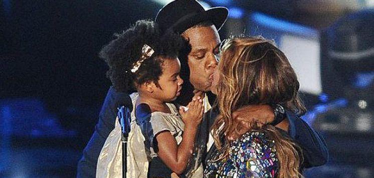 Beyonce JayZ's Fake Kiss @ VMA's
